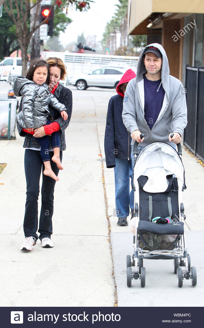 Studio City Ca The Two A Half Men Comedian Jon Cryer And His Family Made The Best Of The Rainy Weather This Sunday Jon Smiled As He Pushed His Daughter S