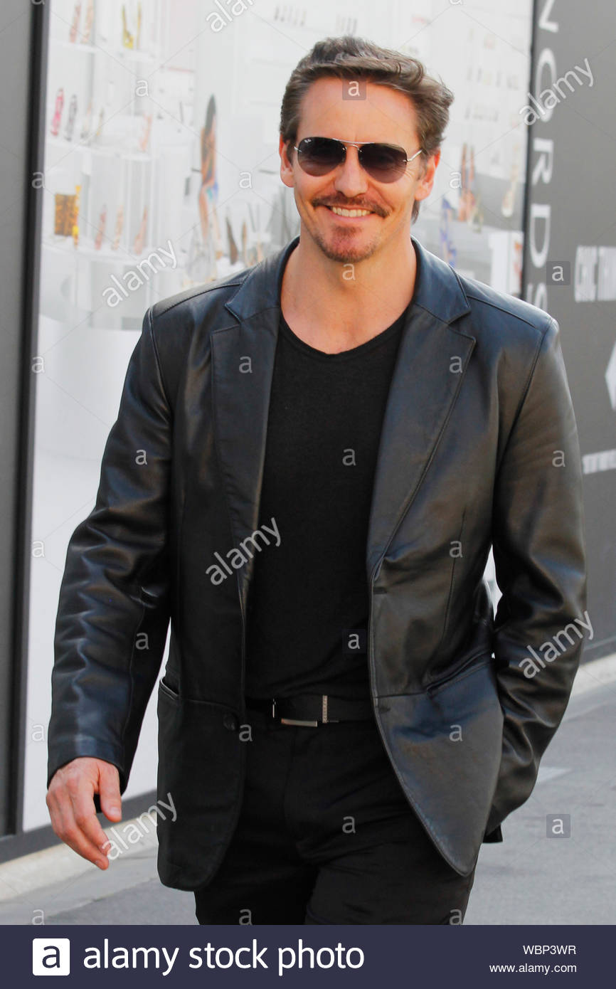 West Hollywood Ca Desperate Housewives Actor Charles Mesure Flashes A Smiles As He Browses The Grove In West Hollywood The Australian Raised Actor Is Set To Star Alongside Luke Hemsworth And