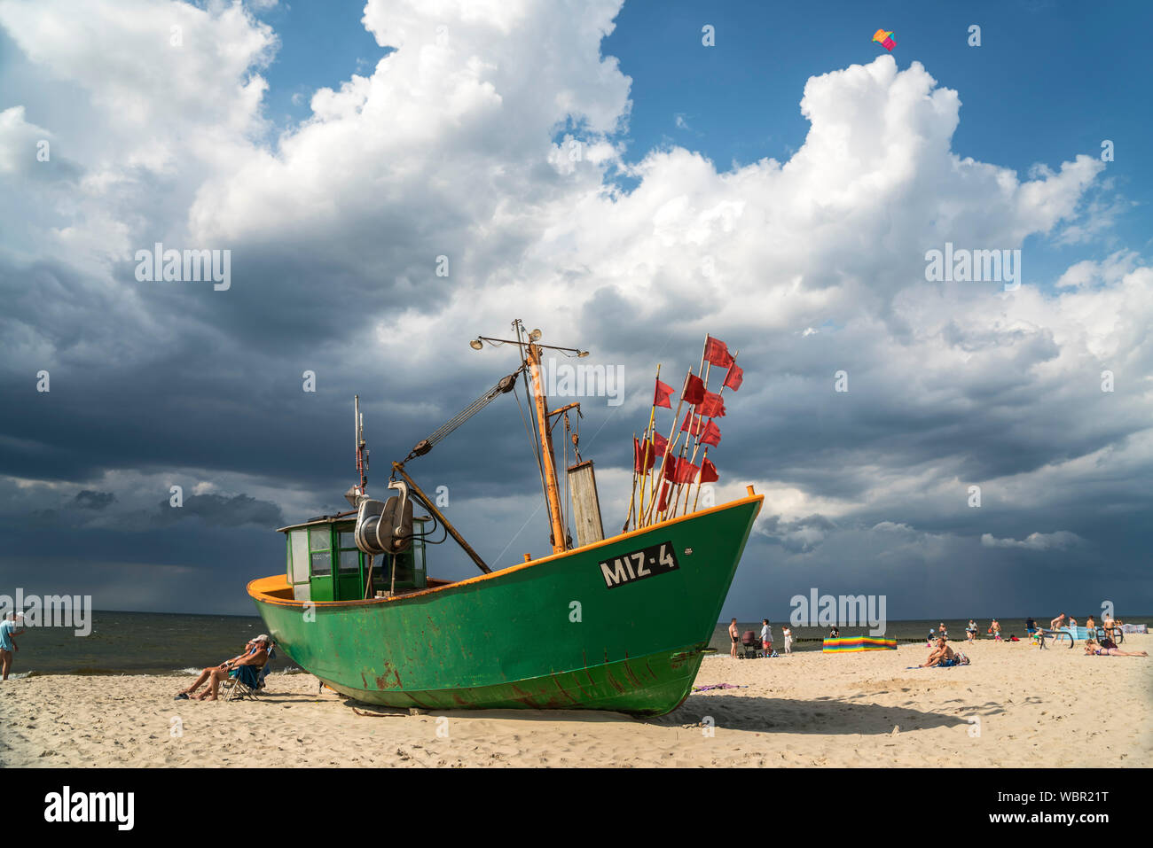 Fischerboot am Ostsee Strand von Misdroy / Miedzyzdroje, Insel Wolin, Westpommern,  Polen, Europa  |  fishing boat at the baltic beach in Miedzyzdroje Stock Photo