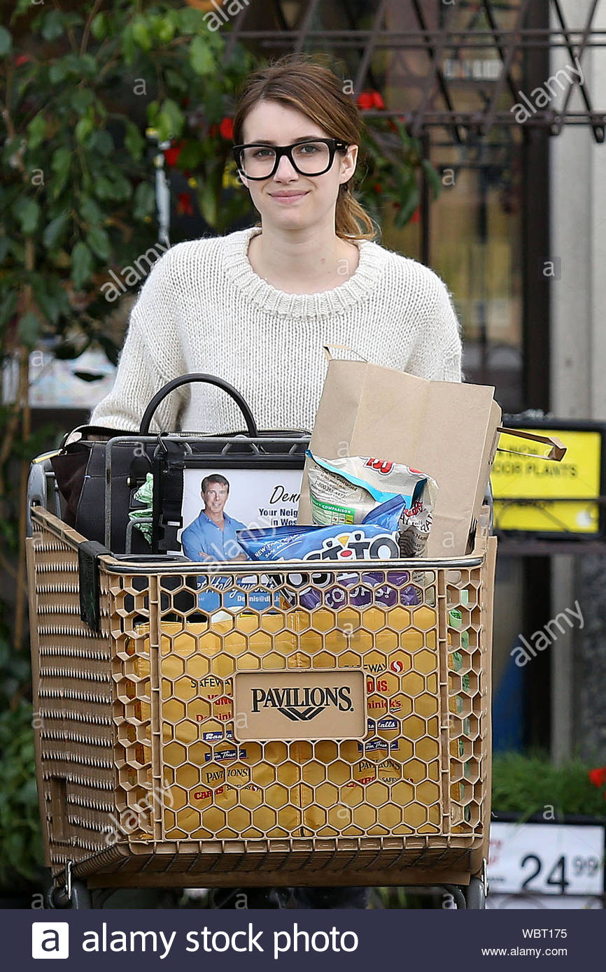 West Hollywood Ca Actress Emma Roberts Sheds A Flirty Smile While Heading Back To Her Car