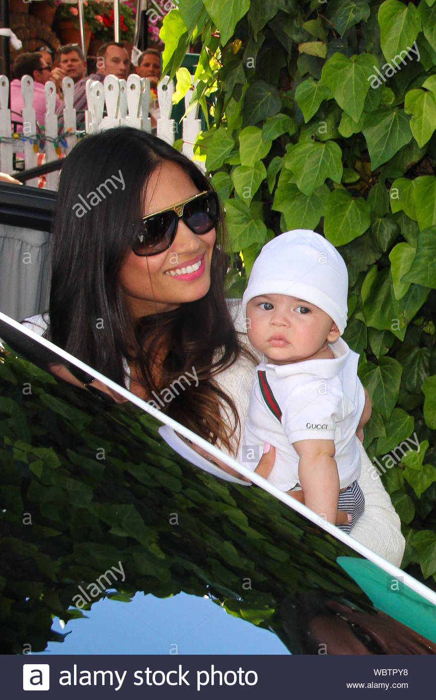 West Hollywood Ca French Canadian Fashion Designer Lloyd Klein His Beautiful Wife Rose Costa And Their Cute Baby Leave The Ivy Restaurant After Grabbing Lunch Klein Was Born In Montreal Canada To