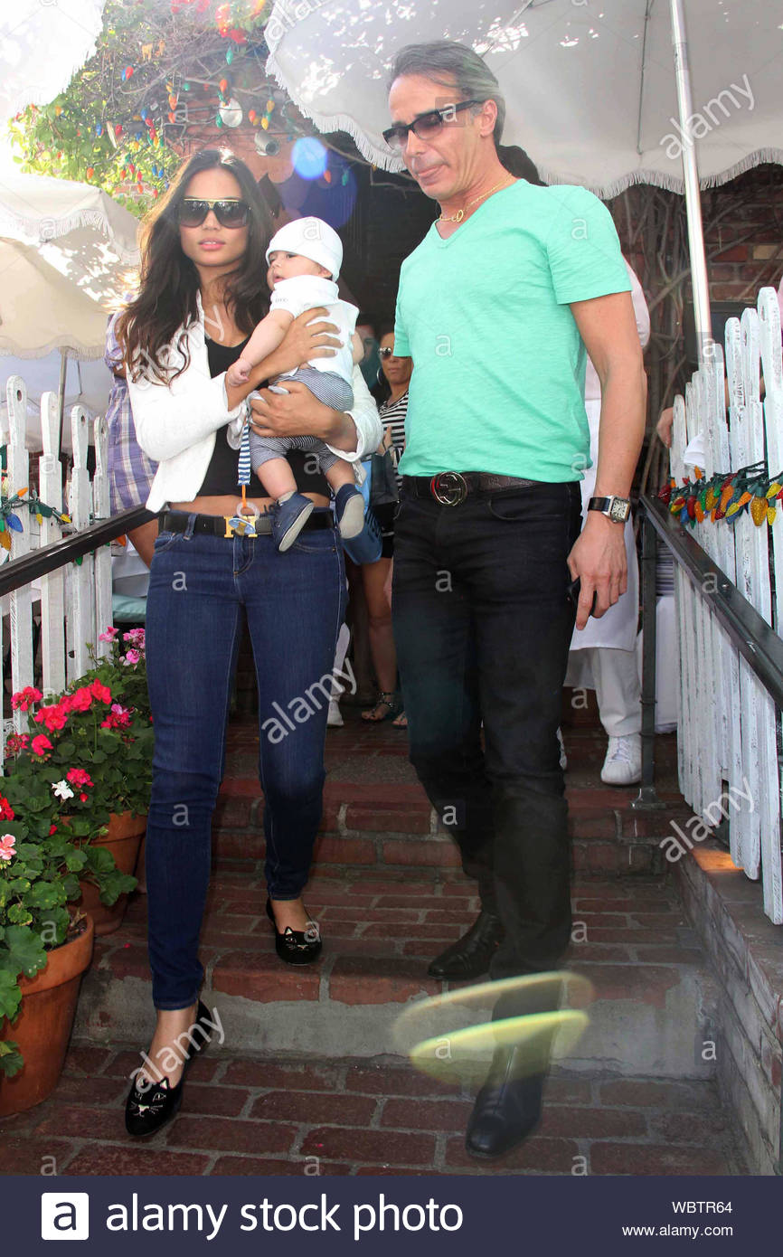 West Hollywood Ca Part 2 French Canadian Fashion Designer Lloyd Klein His Beautiful Wife Rose Costa And Their Cute Baby William Luca Leave The Ivy Restaurant After Grabbing Lunch Klein Was