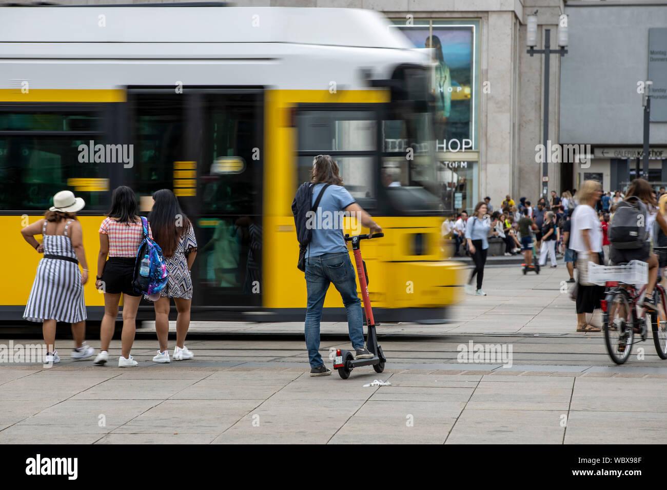 Alexanderplatz, Haltestelle am Strassenbahn, Bahnhof, Passanten, Berlin, Stock Photo
