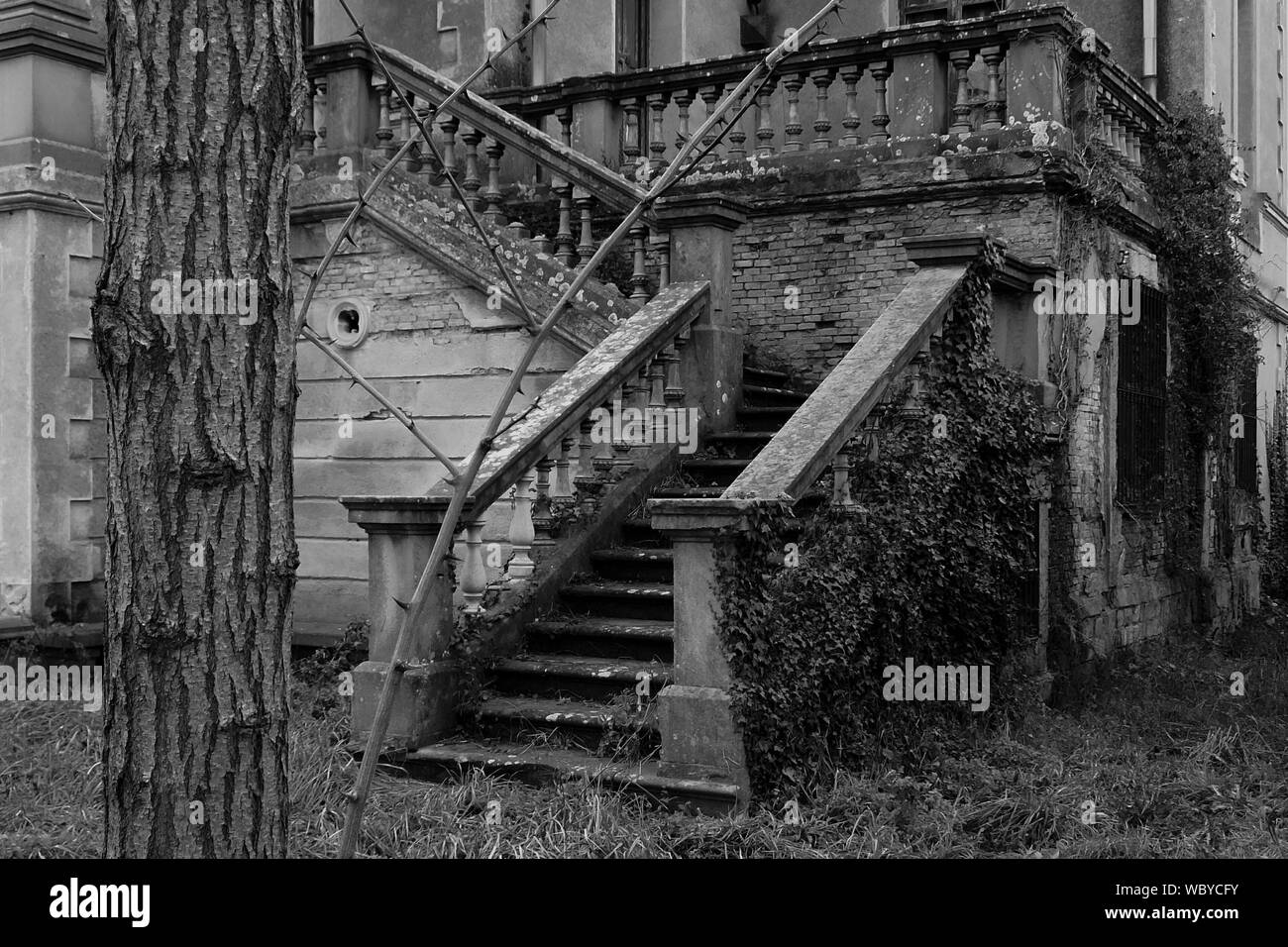 Abandoned Building Exterior High Resolution Stock Photography And Images Alamy