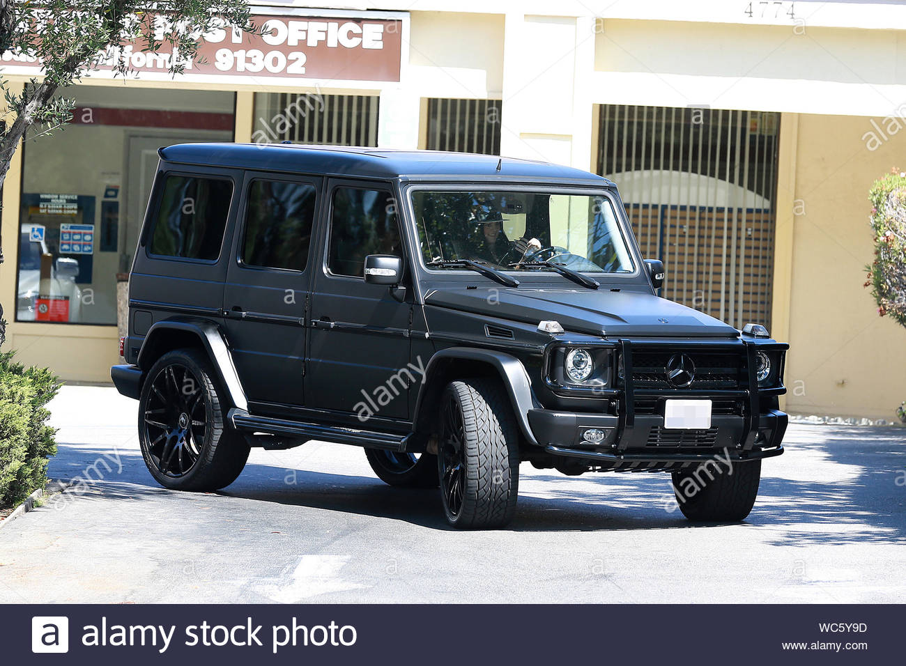 Calabasas Ca Kylie Jenner And A Friend Take To The Streets In Kylie S New Mercedes G