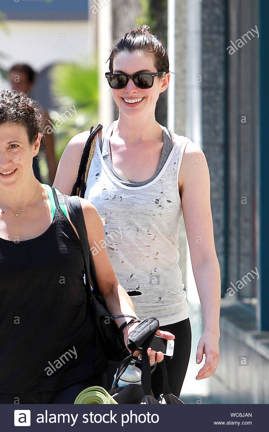 Hollywood Ca After Her Workout Anne Hathaway Leaves The Gym Looking Refreshed And Happy The Actress Arrived For Her Workout In A Green Tank Top And Left The Gym In A
