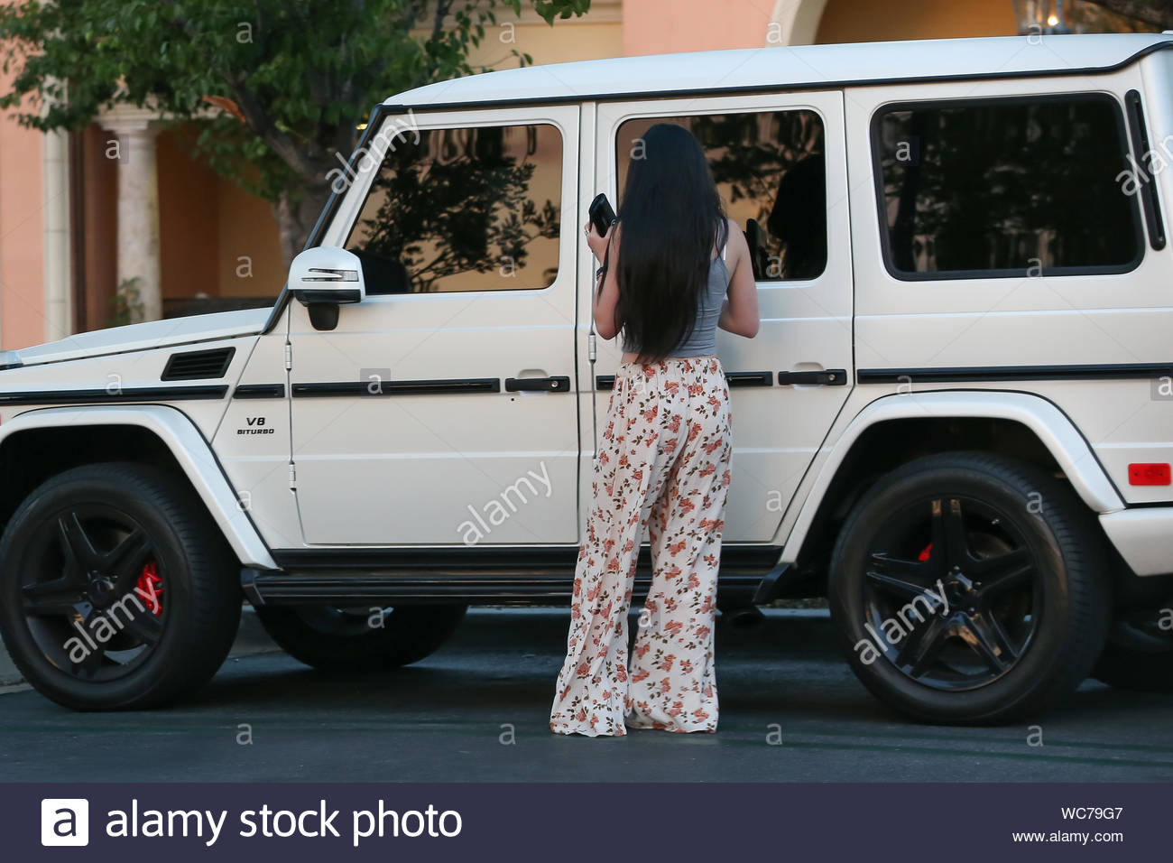 Calabasas Ca Kylie Jenner Was Seen Talking On Her Cell Phone While Driving Just One Day