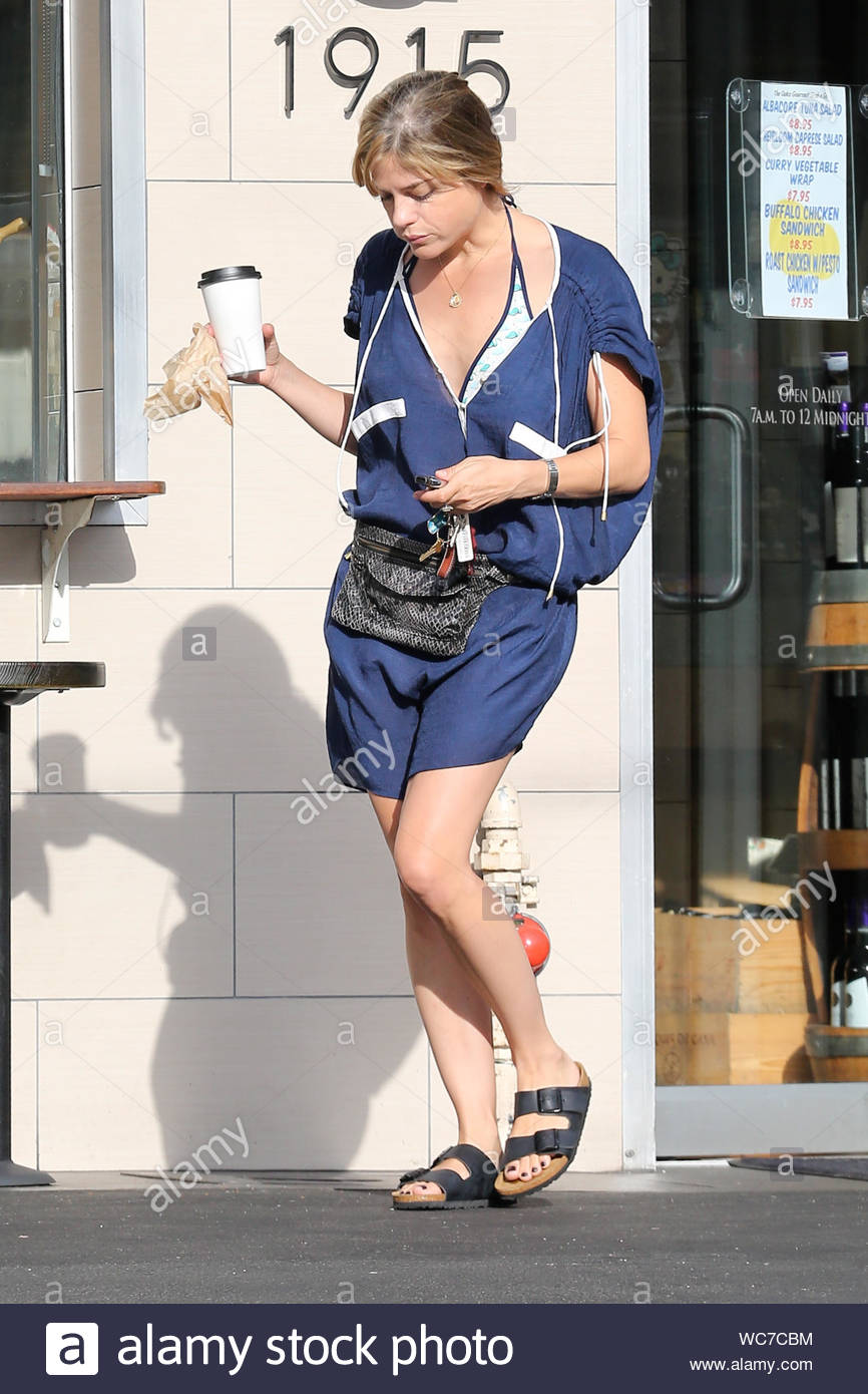 Los Feliz Ca Selma Blair Heads Back To Her Car After Grabbing Some Coffee At Gourmet Foods In Los Feliz Earlier Today The 41 Year Old Actress And Her Fashion Designer Ex Boyfriend Jason