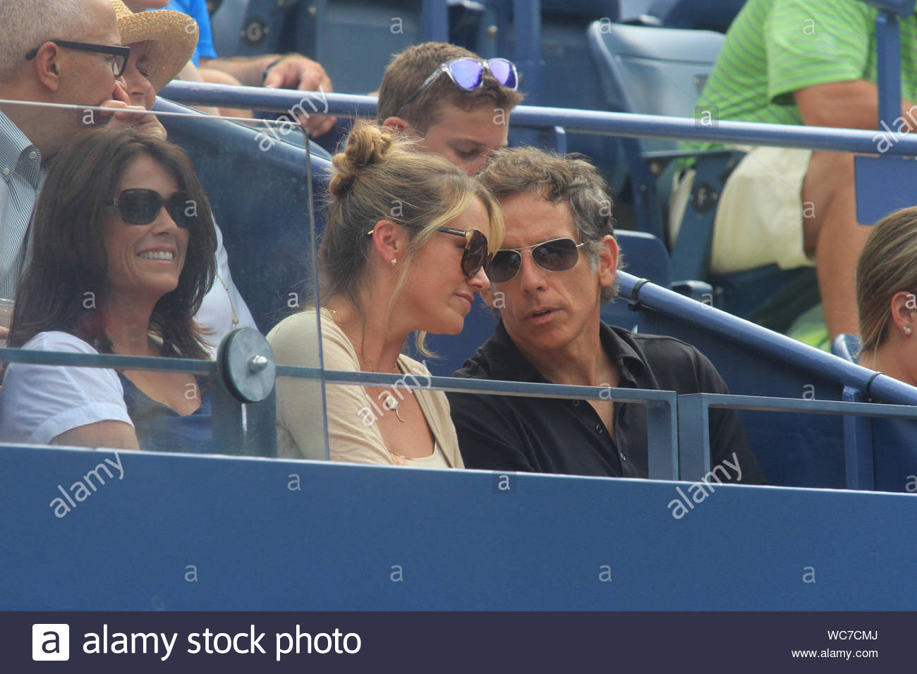 new york ny ben stiller and wife christine taylor sit court side at the billie jean alamy