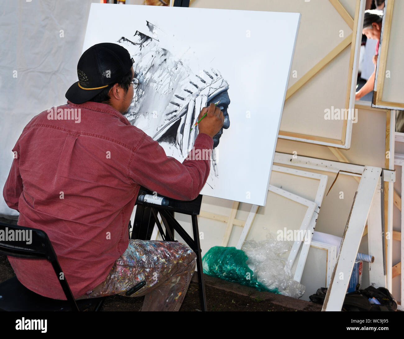 Jerry Salazar A Native American Navajo Artist Works On A Portrait At His Booth At The Santa Fe Indian Market In Santa Fe New Mexico Stock Photo Alamy