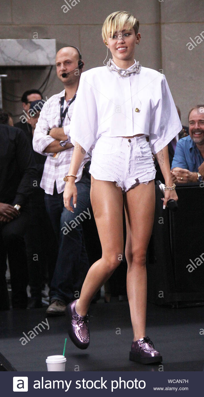 miley cyrus white shorts today show