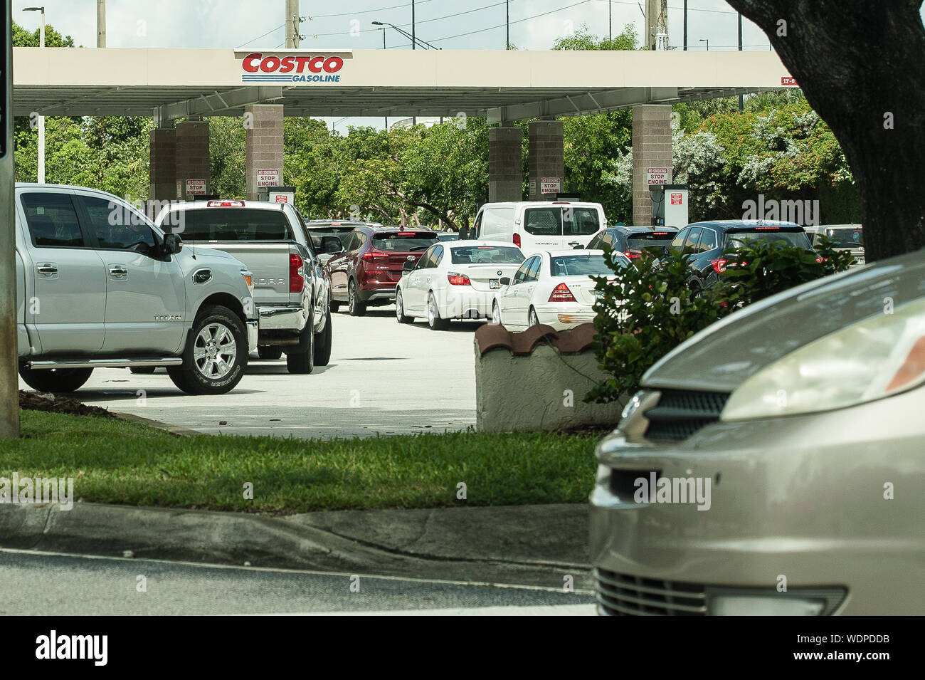 Davie, Florida, USA. 29th Aug, 2019. Residents of Florida line up for gasoline in preperation for hurricane Dorian, in Davie, Fla. Florida Governor, Ron Desantis, declared a state of emergency for 26 counties in Florida, as the hurricane is forecast to hit Florida as a major category 4 hurricane Credit: Orit Ben-Ezzer/ZUMA Wire/Alamy Live News Stock Photo