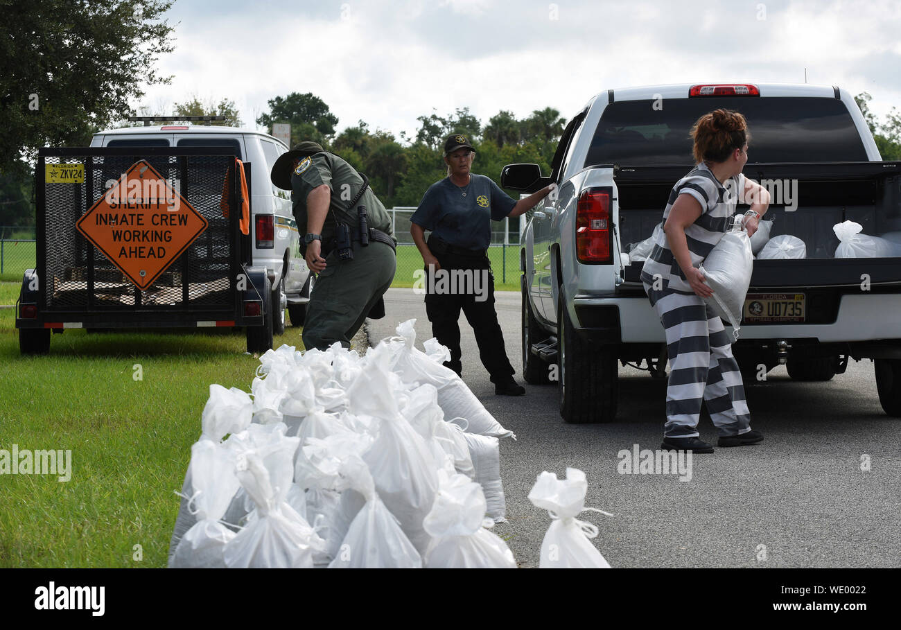 Titusville, United States. 29th Aug, 2019. A female jail prisoner loads sandbags into a vehicle for a local resident in preparation for the arrival of Hurricane Dorian which is expected to become a Category 4 hurricane before making landfall in Florida on Labor Day. Credit: SOPA Images Limited/Alamy Live News Stock Photo