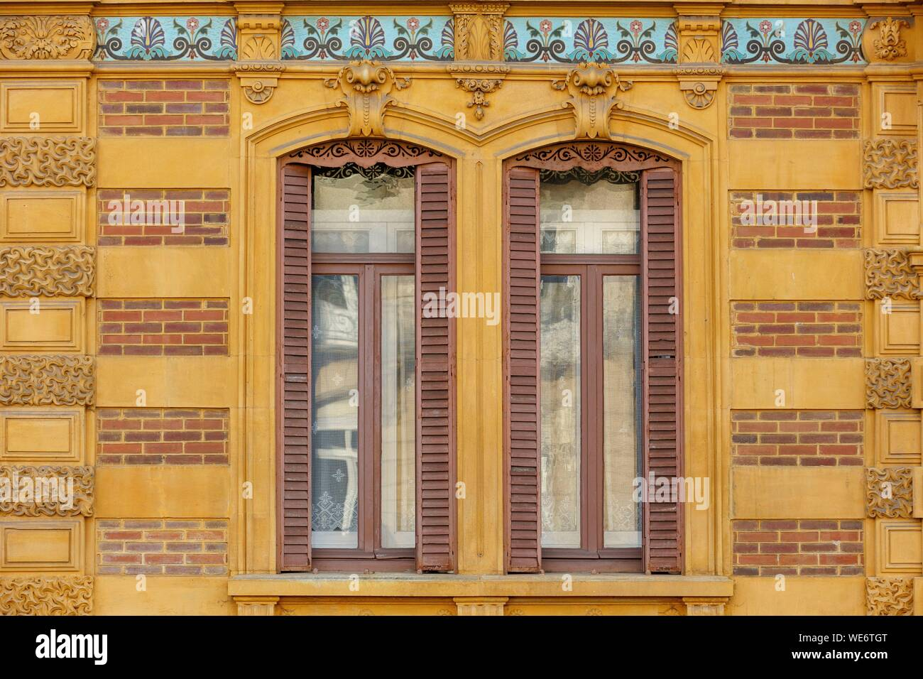 Rue De La Deco france, meurthe et moselle, nancy, an art deco facade of a