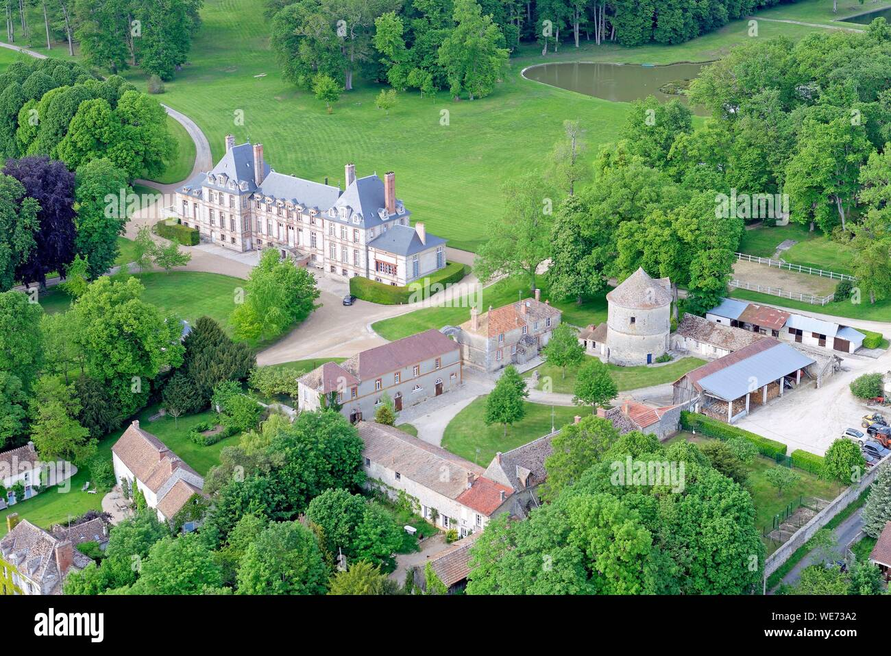 France, Essonne, Saint Cyr sous Dourdan, Castle of Bandeville (aerial view) Stock Photo