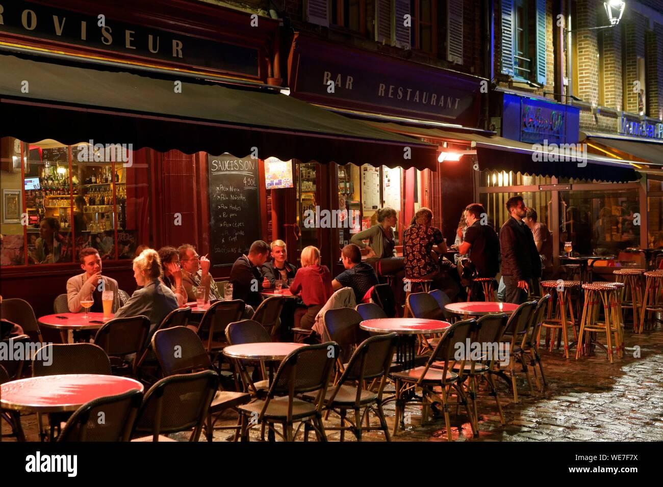 France, Somme, Amiens, place du Don, Retroviseur bar restaurant Stock Photo