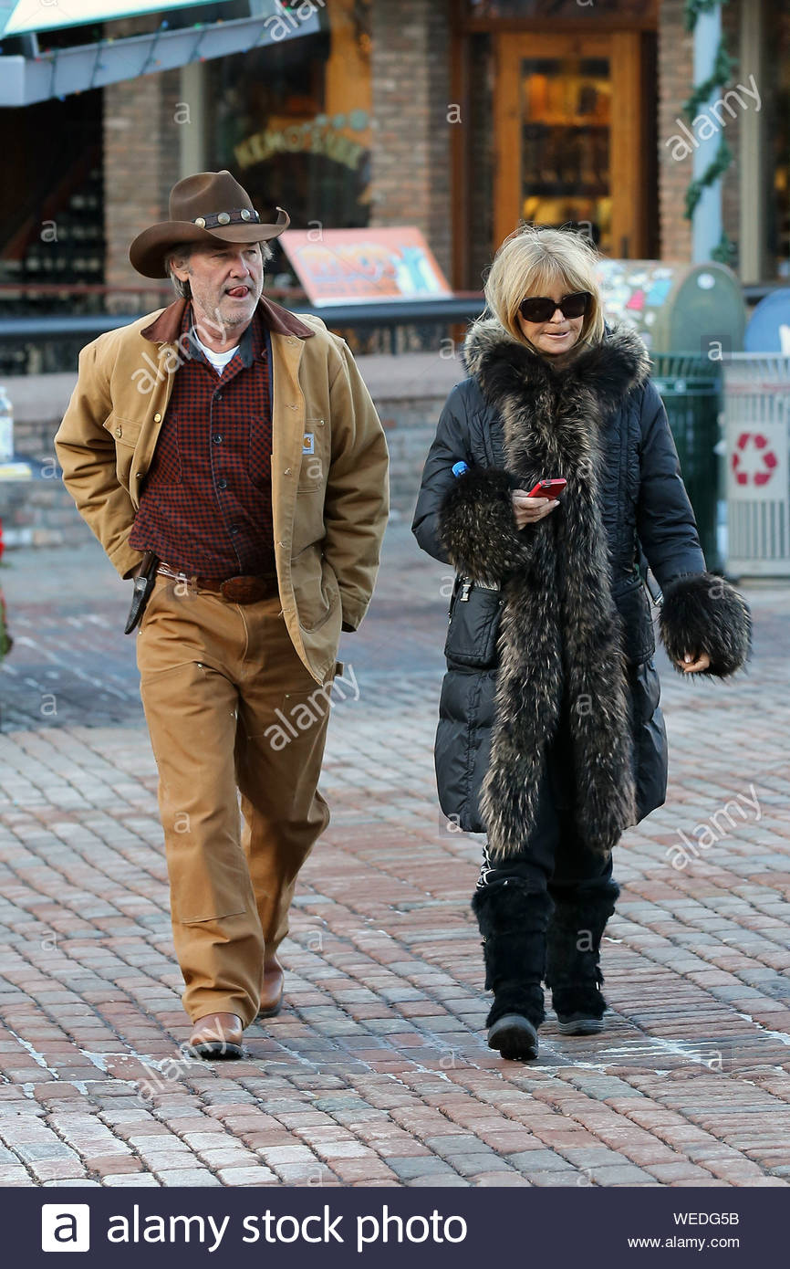 Aspen Co Kurt Russell And Goldie Hawn Start Their Aspen Holiday Shopping At Ralph Lauren The Famous Couple Were Dressed Like They Were Right Out A Western Film Kurt Resembled His