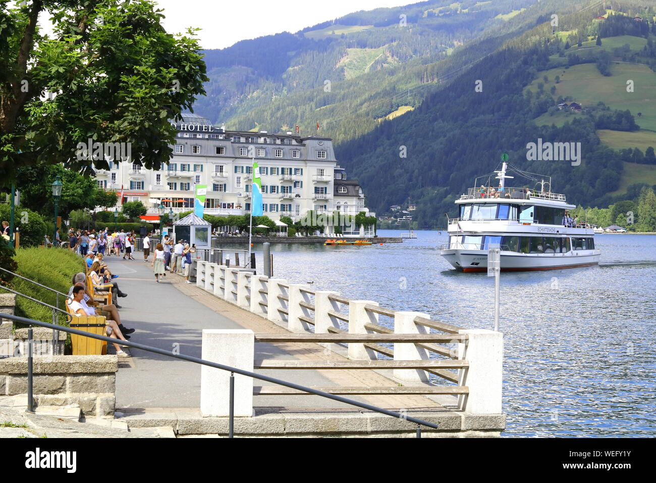 Uferpromenade in Zell am See Stock Photo