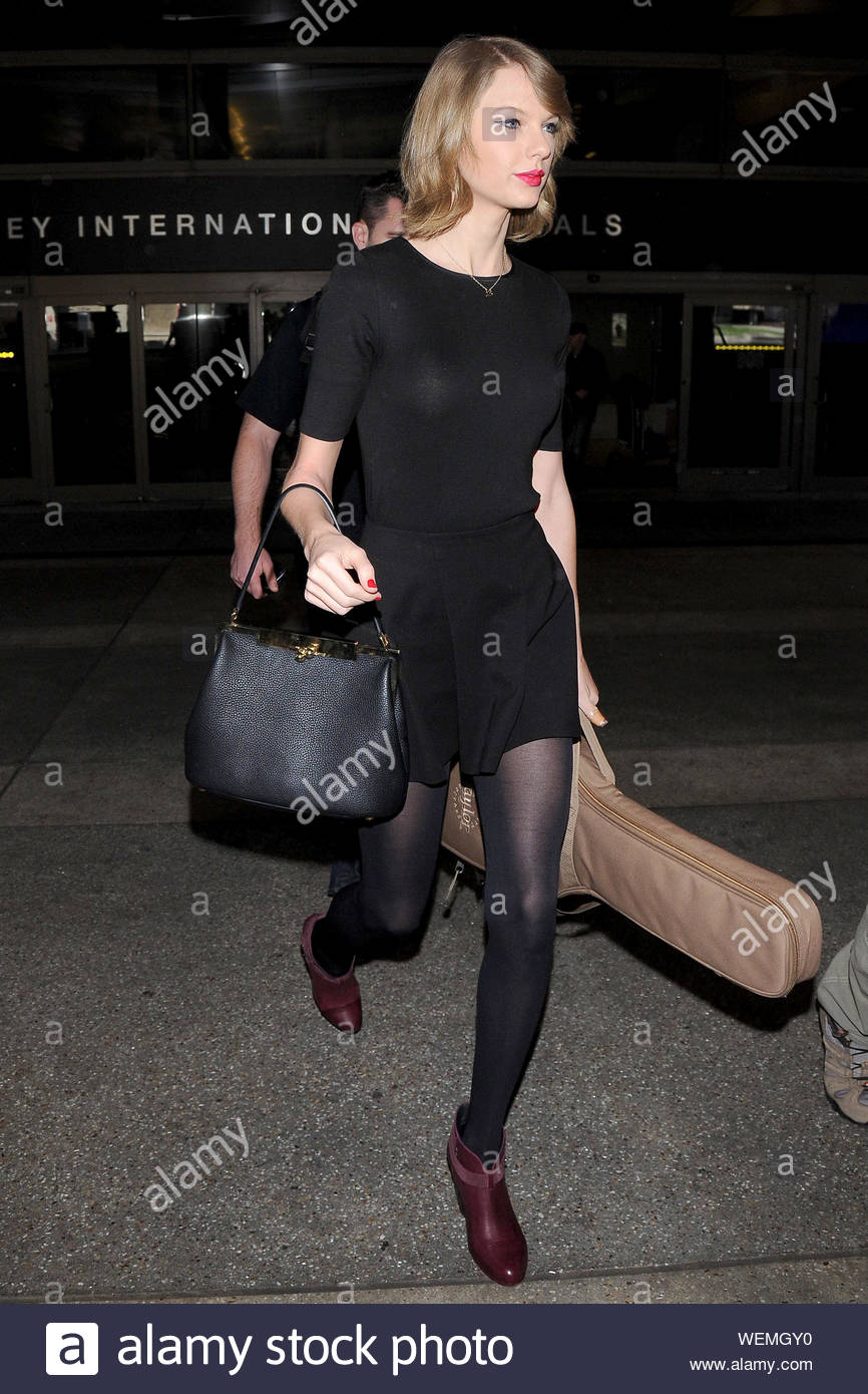 Los Angeles Ca Taylor Swift Arrives Back In Los Angeles This Afternoon Showing Off Her Newly