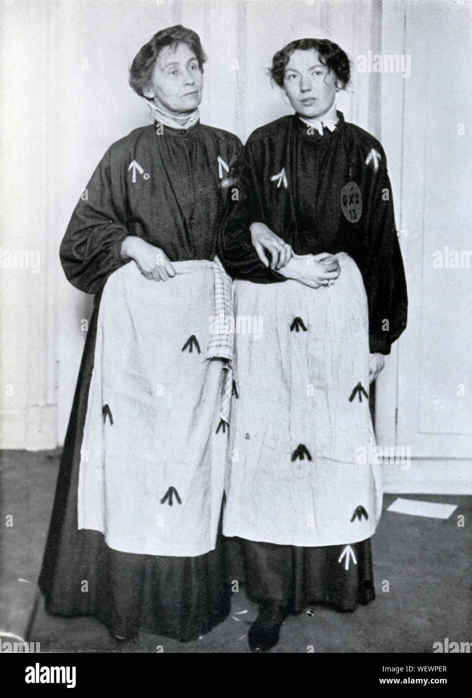 PEFA1094, Pankhursts in Prison Clothing, 1908 photo of Mrs Emmeline and Miss Christobel at their imprisonment after the demonstrations in Westminster in October Stock Photo
