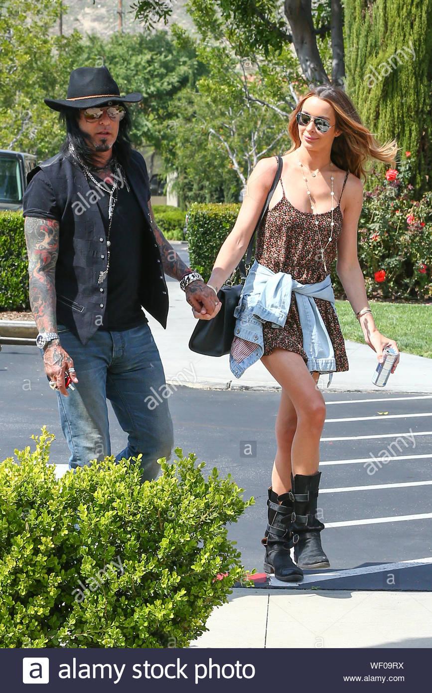 Nikki Sixx dating Courtney Bingham