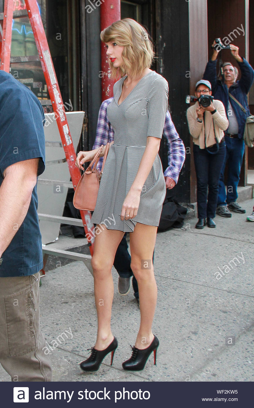 New York Ny Taylor Swift Shows Off Her Toned Legs As She Leaves A Business Meeting