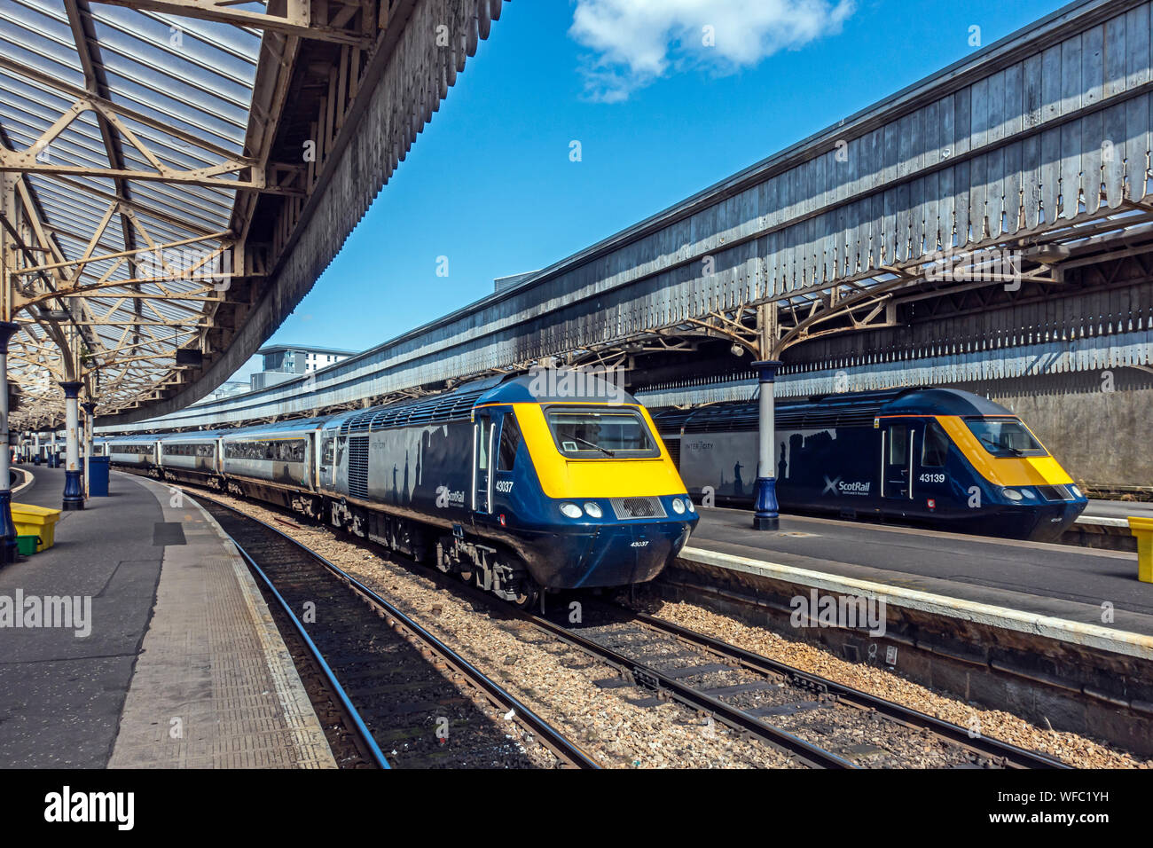 two-abellio-scotrail-high-speed-trains-at-platforms-in-aberdeen-railway-station-aberdeen-scotland-uk-destined-for-edinburgh-and-glasgow-WFC1YH.jpg?profile=RESIZE_400x