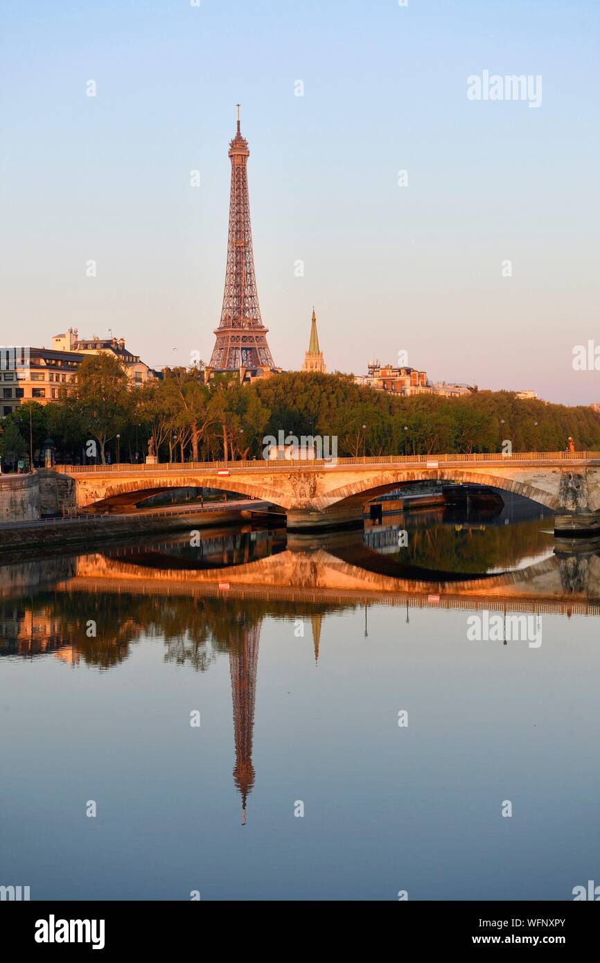 France, Paris, area listed as World Heritage by UNESCO, the banks of the Seine river and the Eiffel Tower on the background Stock Photo