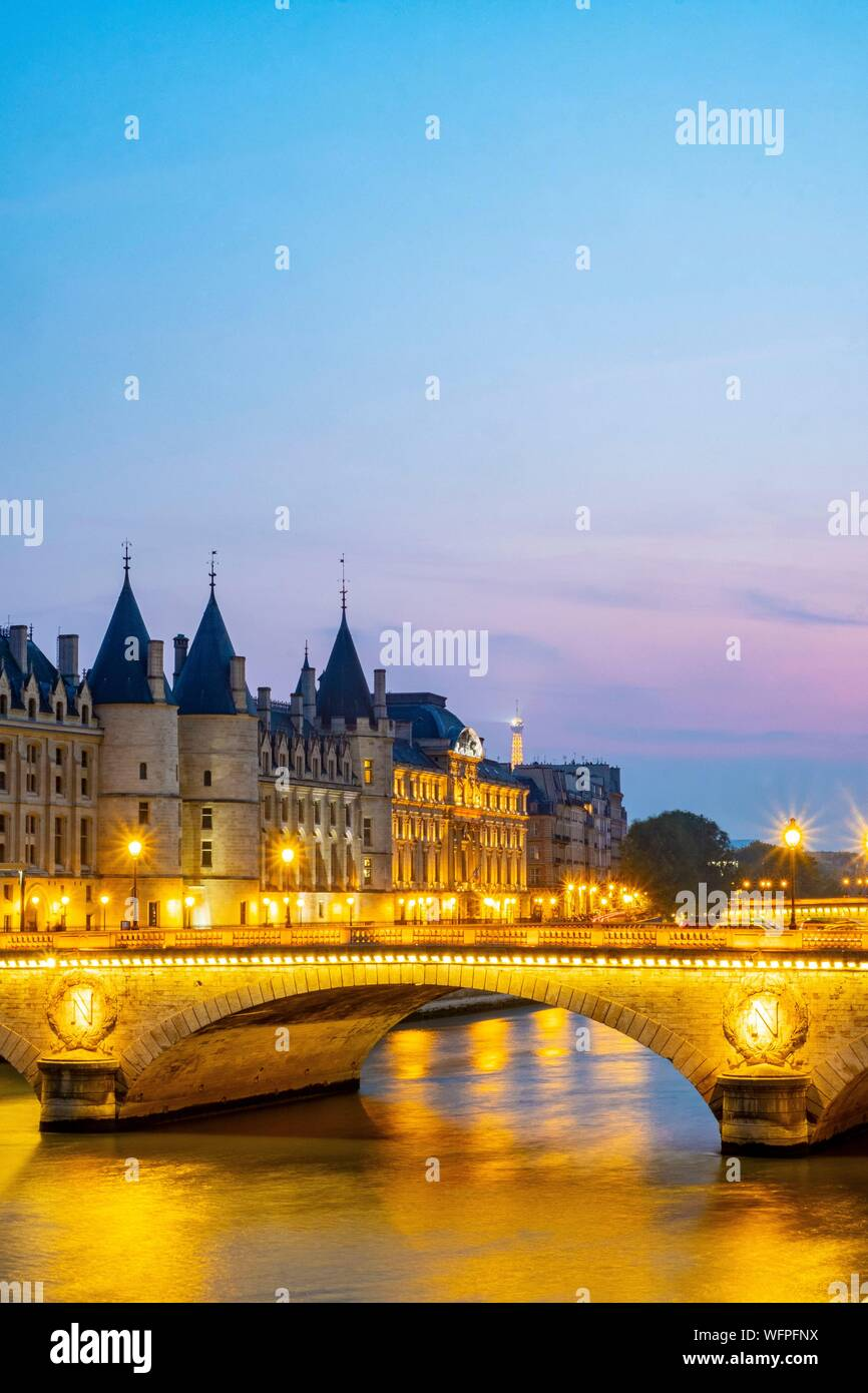France, Paris, area listed as World Heritage by UNESCO, the Change Bridge and the Conciergerie Stock Photo