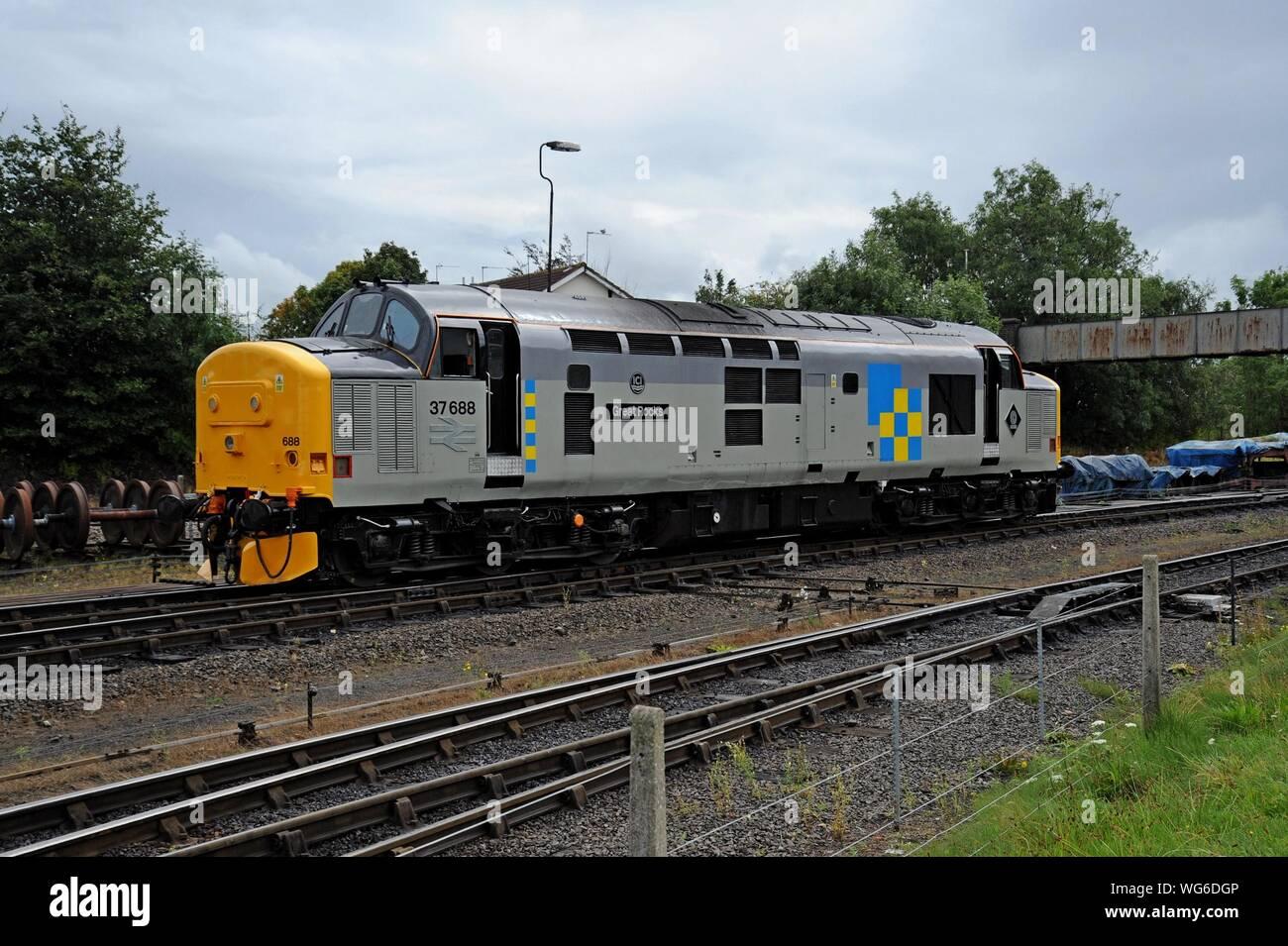 Class 37 English Electric diesel locomotive 37688 'Great Rocks' at Kidderminster station, Severn Valley Railway Stock Photo