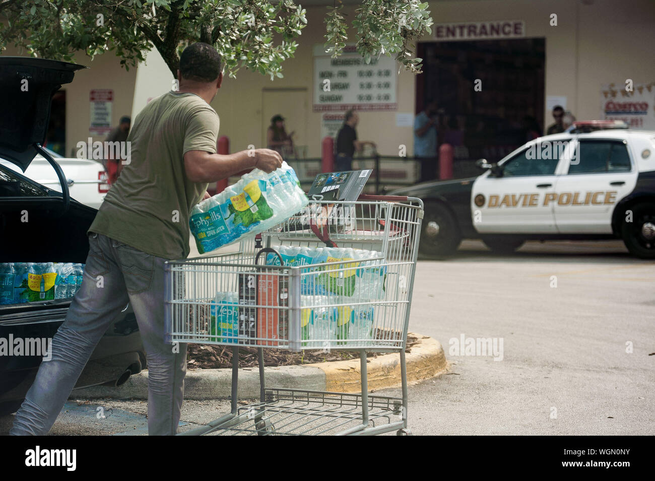 Fort Lauderdale, Florida, USA. 29th Aug, 2019. Residents of Florida stock up with groceries and water in preperation for hurricane Dorian, in Fort Lauderdale, Fla. Florida Governor, Ron Desantis, declared a state of emergency for 26 counties in Florida, as Hurricane is forecast to hit Florida as a major category 3 hurricane Credit: Orit Ben-Ezzer/ZUMA Wire/Alamy Live News Stock Photo