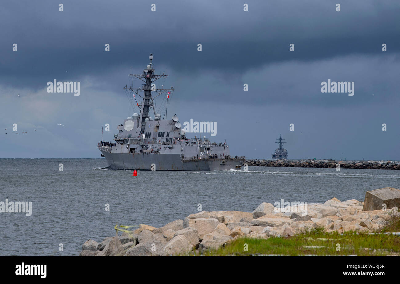190830-N-QI061-4306  JACKSONVILLE, Fla. (Aug. 30, 2019) The Arleigh Burke-class guided-missile destroyer USS Farragut (DDG 99) departs from Naval Station Mayport as Commander, U.S. 4th Fleet orders all U.S. Navy ships homeported in the area to sortie ahead of Hurricane Dorian, which is forecasted to bring high winds and heavy rain to the East Coast. Ships are being directed to areas in the Atlantic where they are best postured for storm avoidance. (U.S. Navy photo by Mass Communication Specialist 3rd Class Nathan T. Beard/Released) Stock Photo