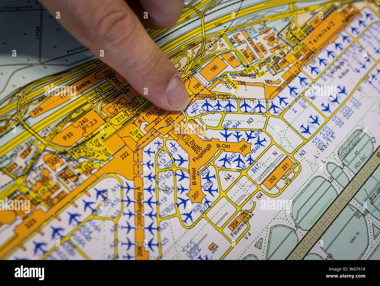 21 August 2019 Hessen Frankfurt Main Martin Bulow Head Of Traffic Safety At Frankfurt Airport Explains On A Plan One Of The Difficult Spots For Vehicles On The Apron Driving On The Apron