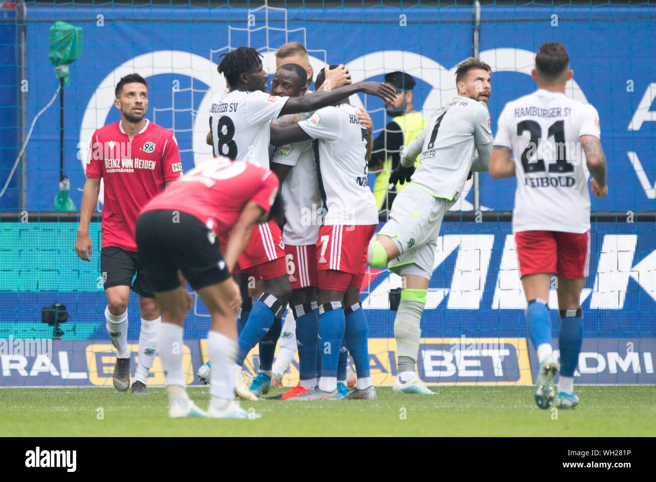After The Goal To Make It 1 0 For Hamburg Hsv Hamburg Hamburg Players Cheer For Goalkeeper David Kinsombi 4th From Left Hh And The Hanoverian Players Are Disappointed Disappointed Disappointment Disappointment Sad