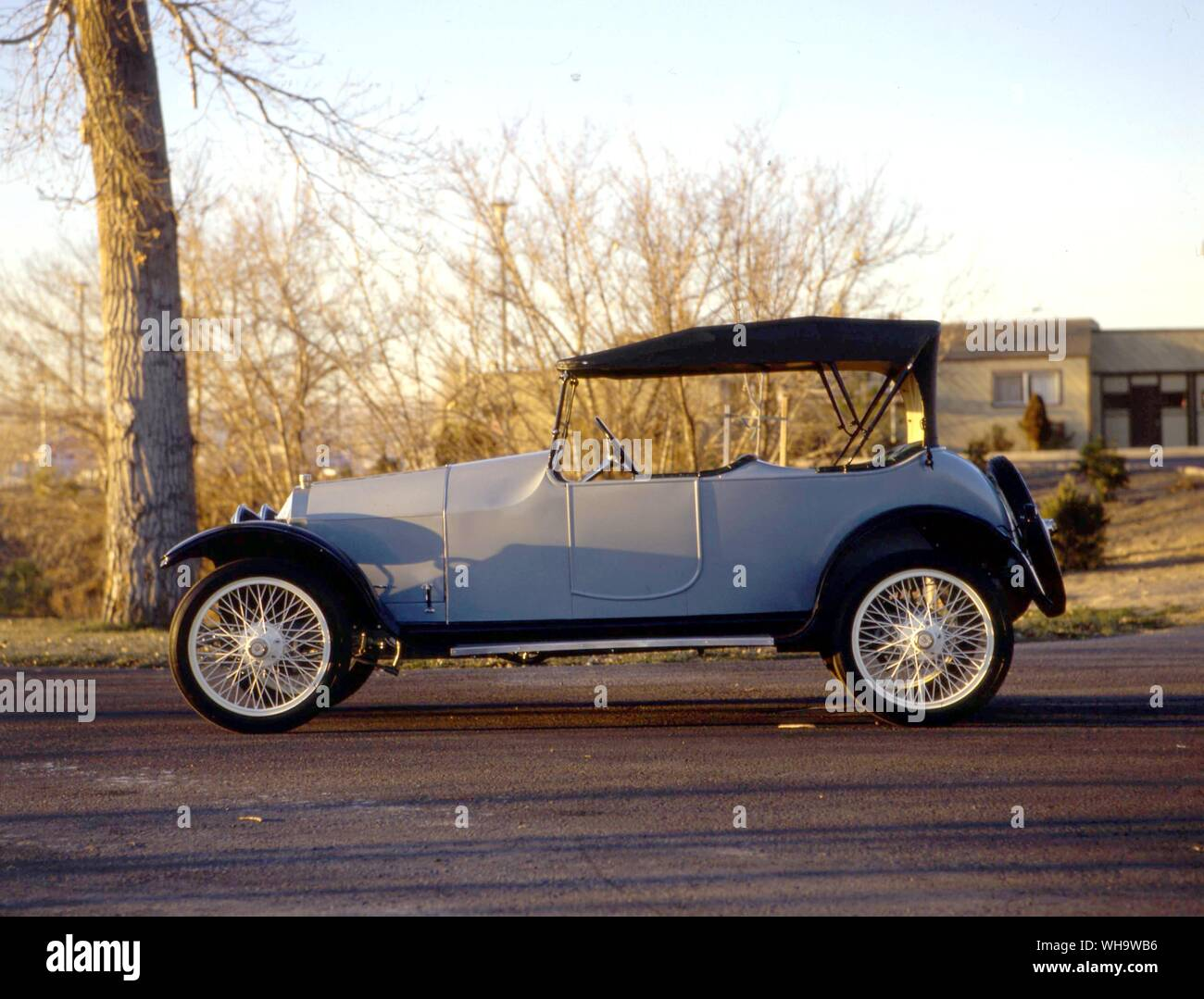 Lozier built 'quality cars for quality people' from 1905-17. This is a 1916 65hp tourer, Model 84.. . Alongside refined light cars like this 1916 four-cylinder Model C 25hp, Scripps-Booth offered a V8. Stock Photo