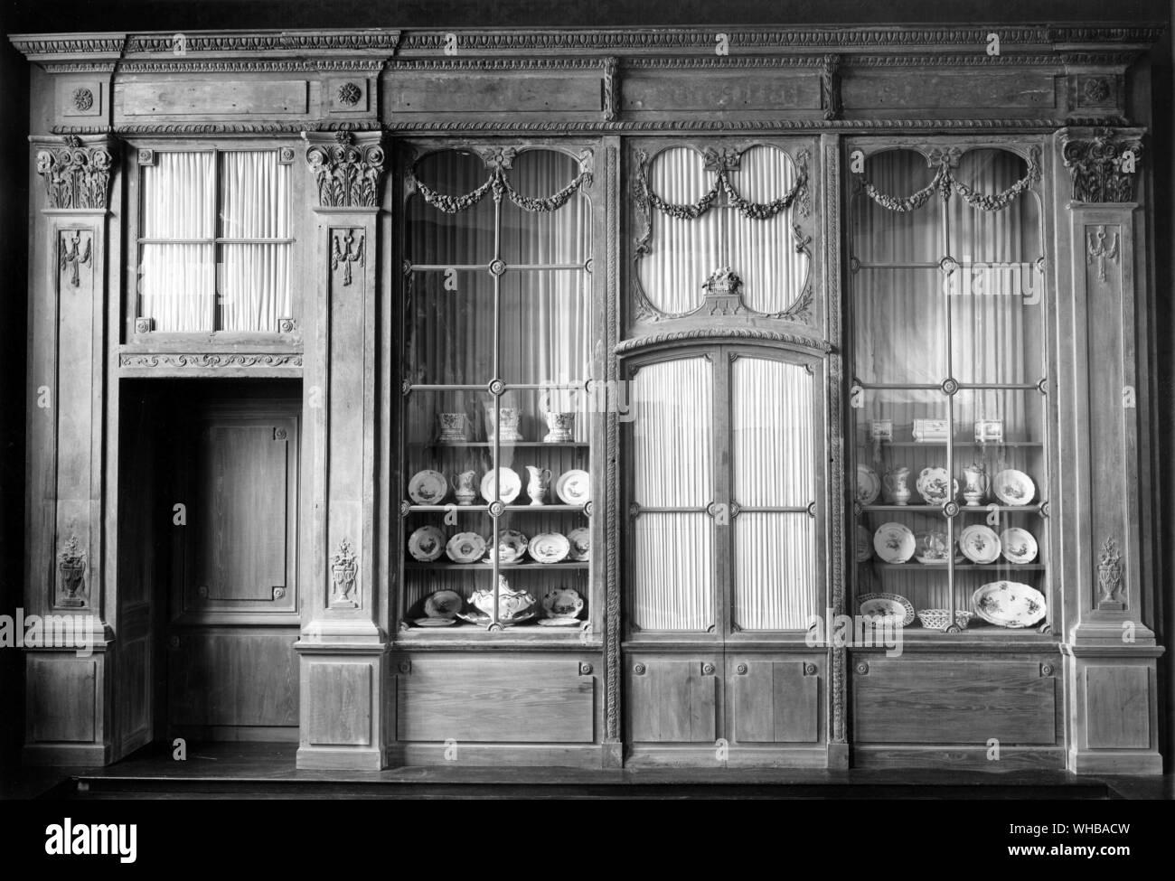 Shop front from No 3 Quai Bourbon Paris 1774-93 Stock Photo