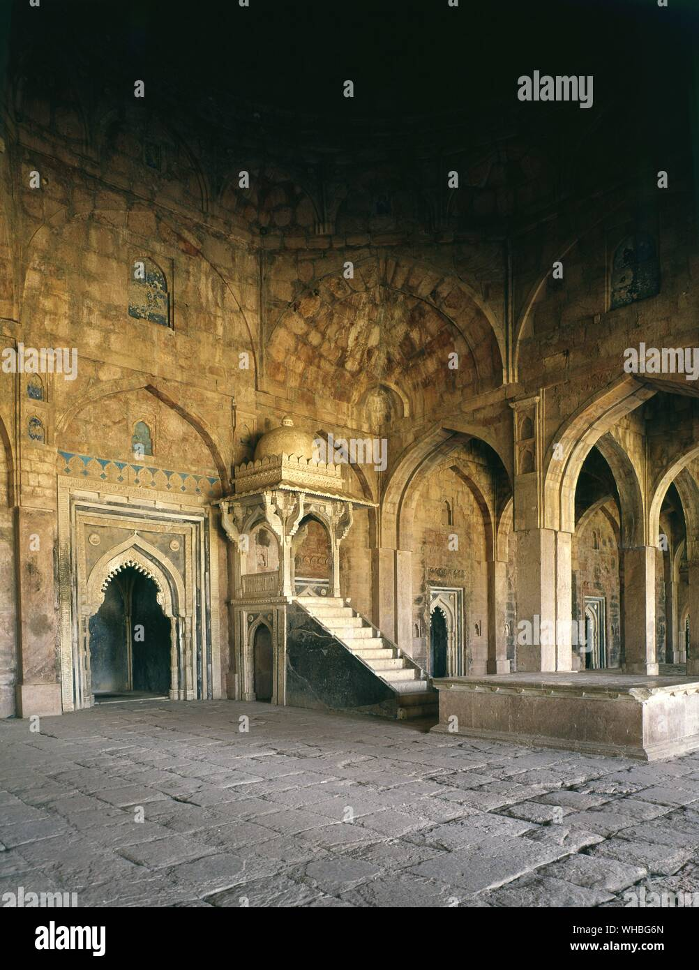 Friday Mosque at Mandu - interior - Mandu, or Mandavgarh, is a ruined city in the Dhar district in the Malwa region of western Madhya Pradesh state, central India. The oldest mosque dates from 1405 - the finest being the Jama Masjid or great mosque, a notable example of Pashtun architecture.. Stock Photo