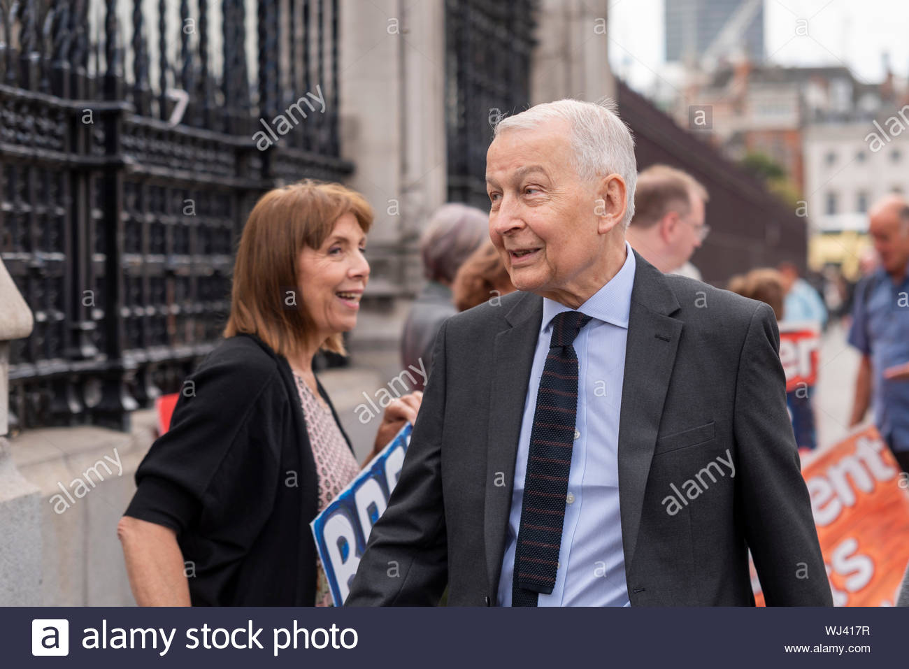 Westminster, London, UK. 3rd September 2019. MPs have begun arriving at the Palace of Westminster to resume duties after the summer recess, at least until the prorogue of Parliament next week. Protesters have gathered against and in favour of both Brexit and Boris Johnson's decision to suspend Parliament. Credit: Avpics/Alamy Live News Credit: Avpics/Alamy Live News - Stock Photo