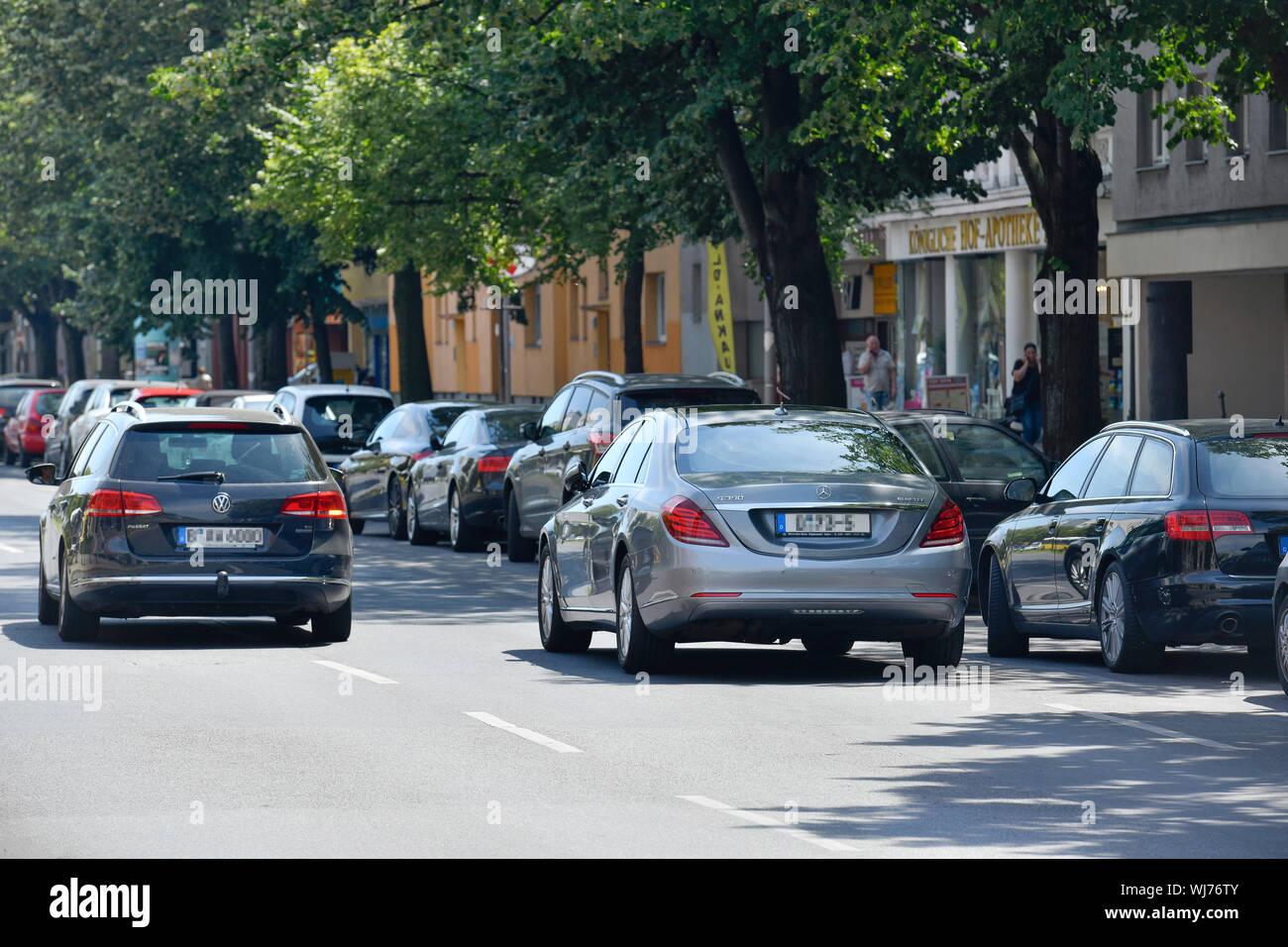 2. Row, car, cars, motor traffic, impediment, Berlin, Charlottenburg, Charlottenburger, Charlottenburg-Wilmersdorf, Germany, wrong, wrong, wrong, wron Stock Photo