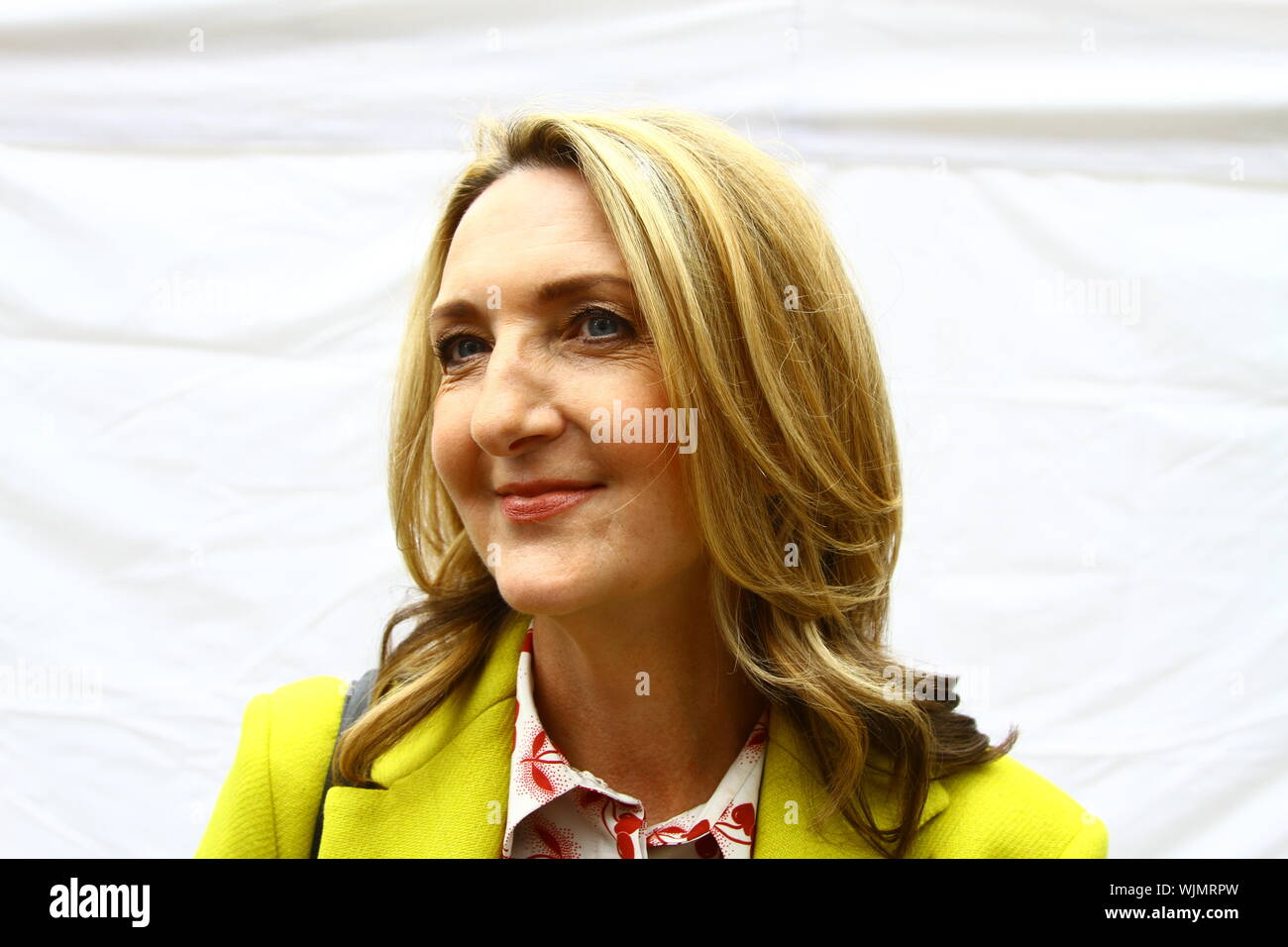 VICTORIA DERBYSHIRE AT COLLEGE GREEN, WESTMINSTER, UK ON 3RD SEPTEMBER 2019. JOURNALISTS. BBC PRESENTERS. VICTORIA DERBYSHIRE SHOW. MEDIA. TELEVISION. BROADCASTERS. Stock Photo