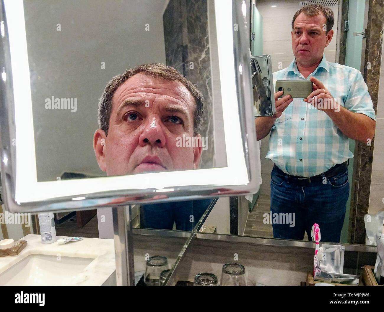 Selfie guy bathroom The 8