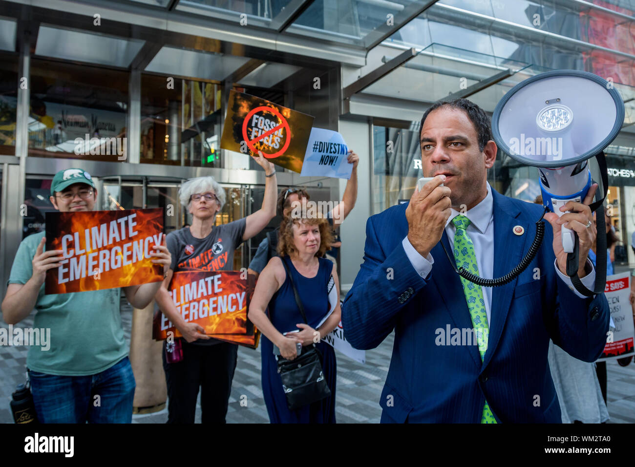 New York, USA. 4th Sep, 2019. NY City Council Member Costa Constantinides - Hundreds of climate activivsts gathered outside the CNN studios at 30 Hudson Yards where a Town Hall on Climate Policy was held on September 4, 2019 to tell the leading Democratic Party presidential candidates that it's time for them all to commit to the boldest and fastest climate actions now. Credit: Erik McGregor/ZUMA Wire/Alamy Live News Stock Photo