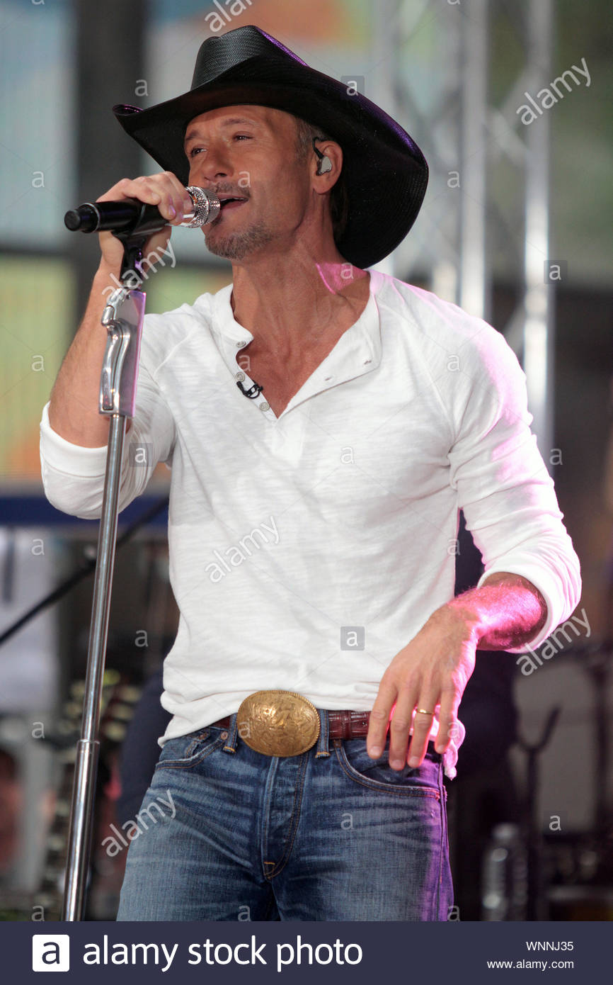 New York City Ny Country Music Superstar Tim Mcgraw Plays Some