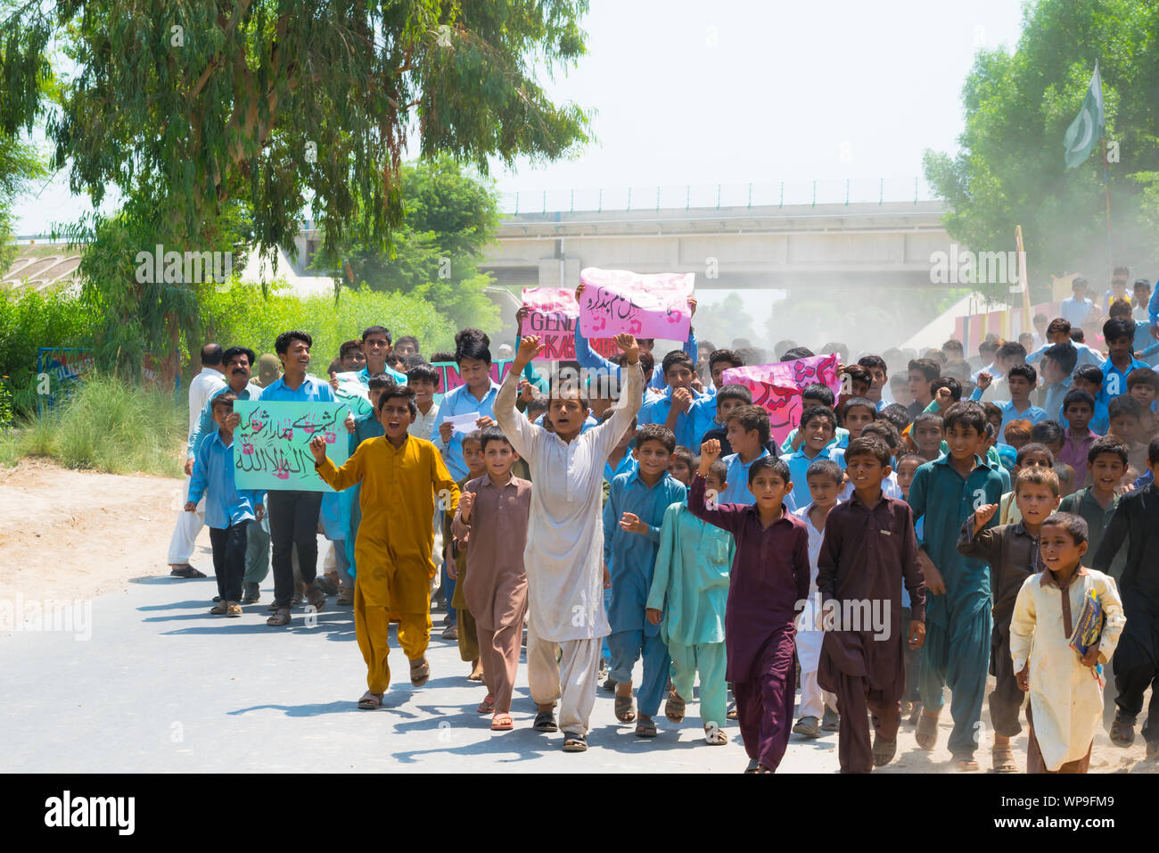 Rahim yar khan,Punjab,Pakistan-August 30,2019:school boys of local school and a large number of people protesting against indian army. Stock Photo