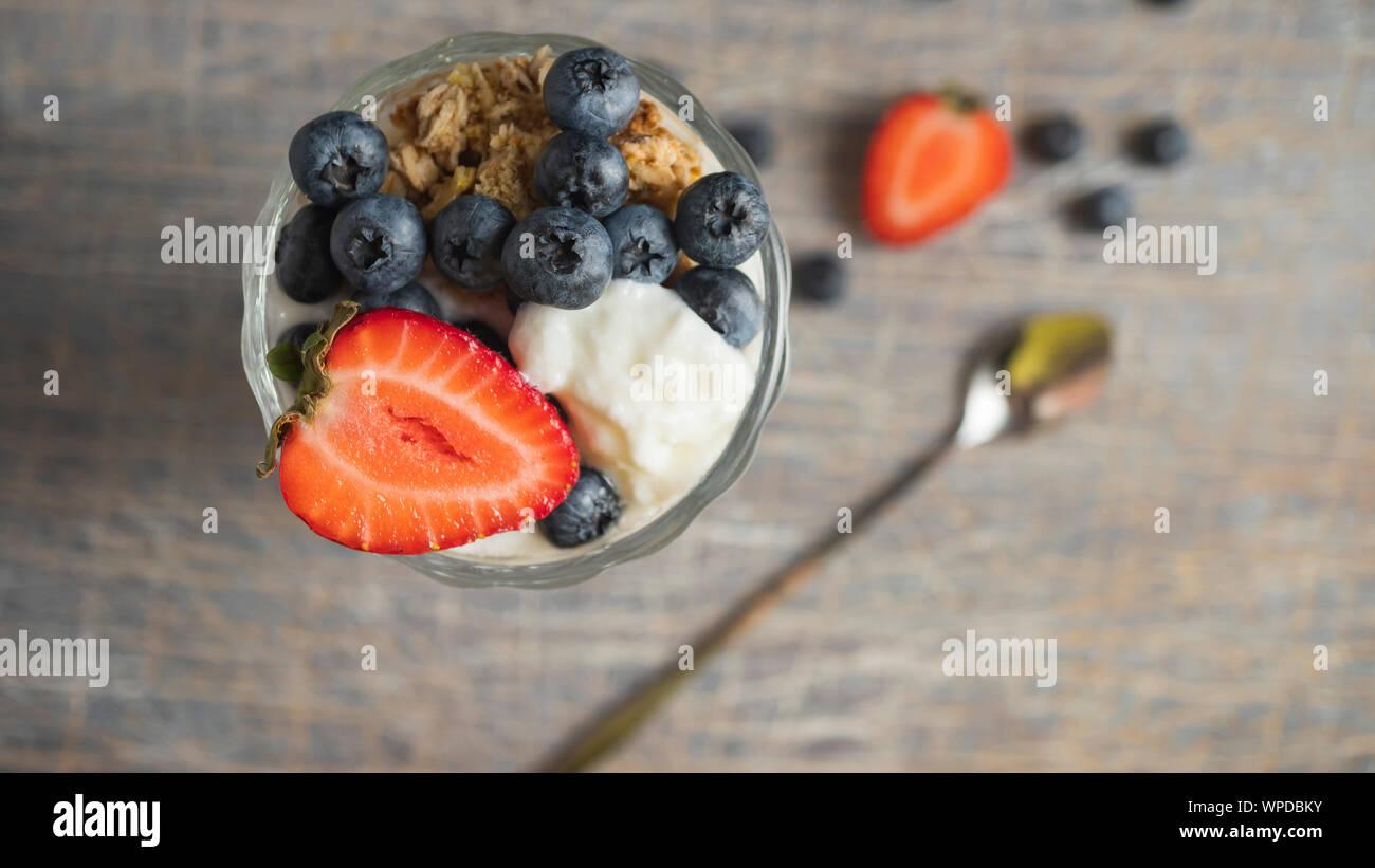 banana smoothie bowl, overnight oats, granola, chia seed, porridge, avalon dairy Stock Photo