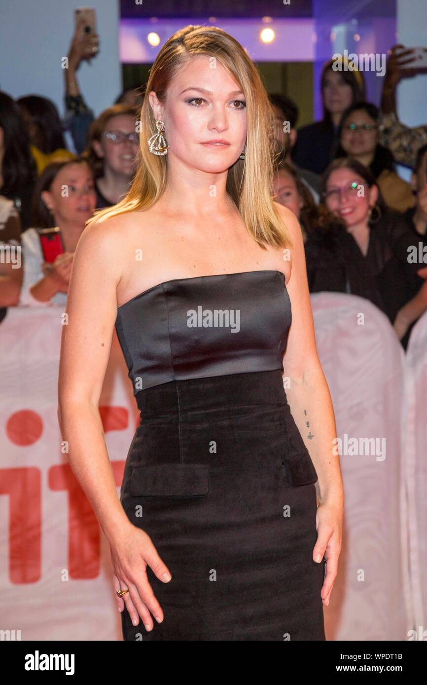 Julia Stiles Attends The Premiere Of Hustlers During The