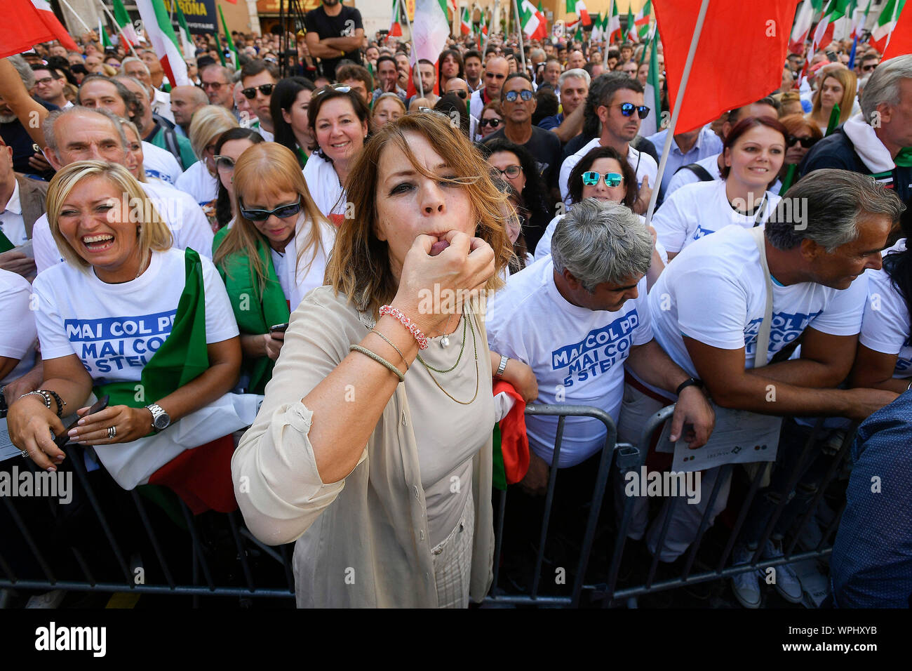 Elisabetta Gardini during the demonstration in Piazza Montecitorio on the  day of the vote of confidence