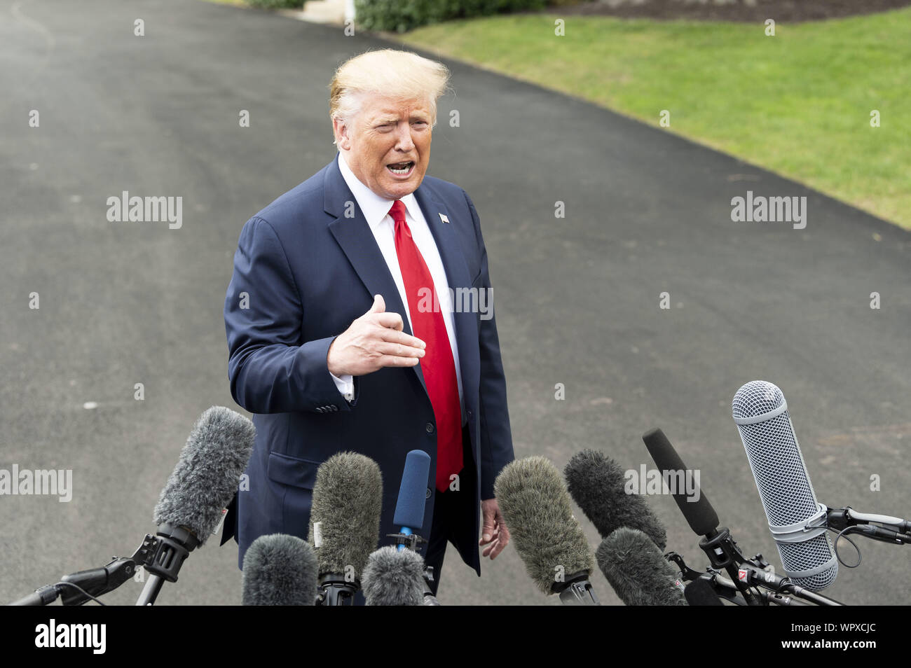 Washington, DC, USA. 9th Sep, 2019. September 9, 2019 - Washington, DC, United States: President DONALD TRUMP speaking with the press near the South Lawn of the White House as he leaves to go to a rally in North Carolina. Credit: Michael Brochstein/ZUMA Wire/Alamy Live News Stock Photo