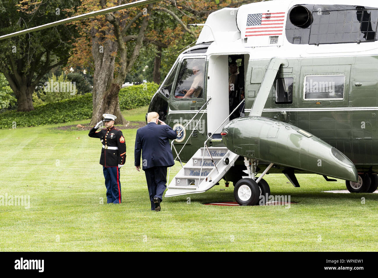 Washington, DC, USA. 9th Sep, 2019. September 9, 2019 - Washington, DC, United States: President DONALD TRUMP leaving the White House on Marine One from the South Lawn of the White House to go to a rally in North Carolina. Credit: Michael Brochstein/ZUMA Wire/Alamy Live News Stock Photo