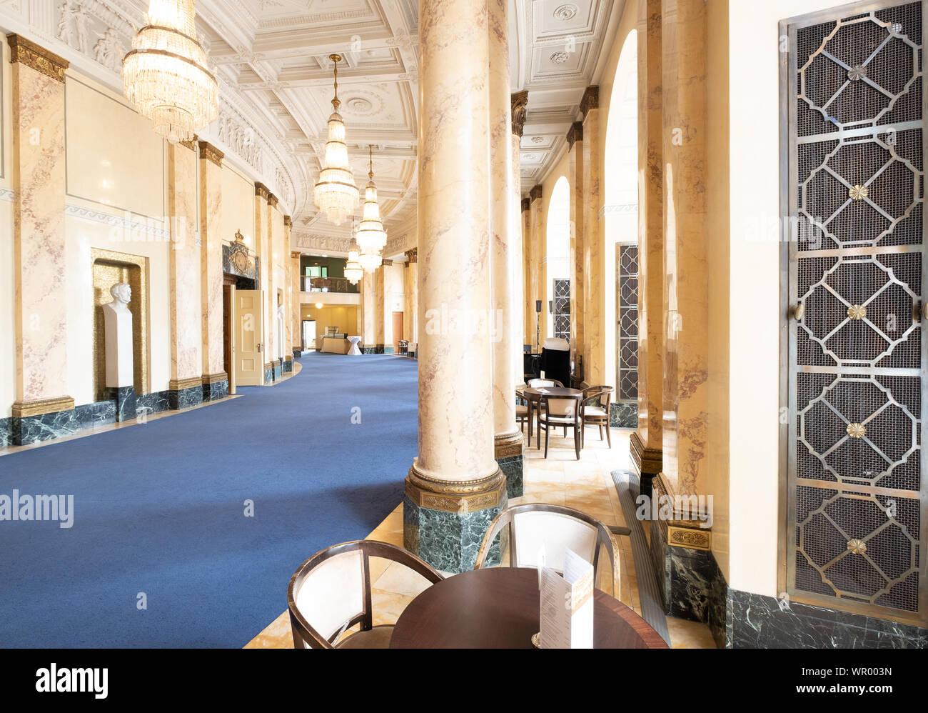 zum halben Preis Wählen Sie für offizielle riesige Auswahl an Stuttgart, Germany. 09th July, 2019. Stuttgart Opera House ...